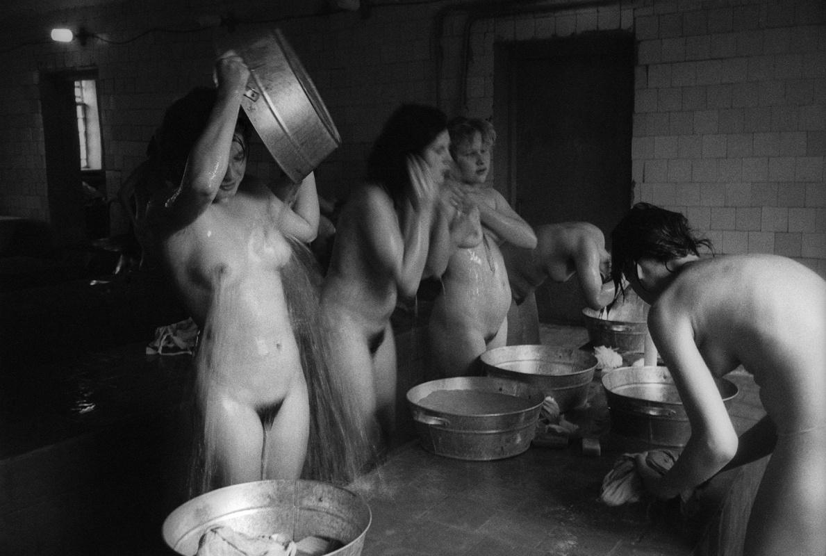 подглядывание в бане женской произнося слова